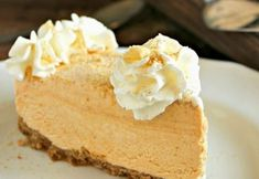 Un desert delicios, reteta de cheesecake cu dovleac iti va indulci zilele mohorate de toamna. Ingrediente:  200 g biscuiti graham  3 linguri zahar brun  6 linguri unt  230 g dovleac pasat  230 g crema de branza  230 g...