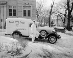 Image via Antique Automobile Club of America forums The milkman: for those of us born after a certain time in America, we never got a vi. Vintage Trucks, Old Trucks, Elsie The Cow, Old Milk Cans, Step Van, Panel Truck, Old Pickup, Easy Jobs, Drive Me Crazy
