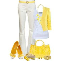 Saco amarillo y pantalon crema