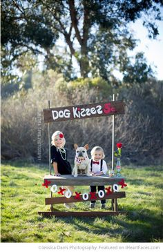 Dog Kissing Booth - 25+ Cute Valentine Photo Session Ideas for Kids