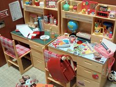 Re-ment desks and accessories Scale Miniature Crafts, Miniature Dolls, Diy Cardboard Furniture, Diy Doll Miniatures, Barbie Dolls Diy, Barbie Diorama, Mini Doll House, Barbie Doll Accessories, Rement