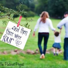 Trendy Baby Reveal Ideas For Family Announce Pregnancy Big Sisters Second Baby Announcements, Baby Announcement Pictures, Pregnancy Announcements, Big Sister Announcement, Baby Number 2 Announcement, Family Maternity Photos, Pregnancy Photos, Pregnancy Info, Girl Maternity Pictures