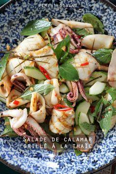 Pour la salade: -400 g de calamars nettoyés (poches+tentacules) -1 concombre -2 feuilles de combava