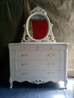 Комод для спальни с зеркалом белый с пуфиком