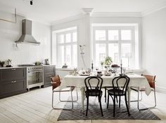 Modern Scandinavian interior design and Scandinavian furniture - A beautiful and stylish life inspired by the Nordics will give you plenty of ideas. Scandinavian Interior Design, Scandinavian Furniture, Scandinavian Home, Nordic Design, Black And White Dining Room, Black White, Dark Grey, Bedroom Minimalist, Minimalist Kitchen