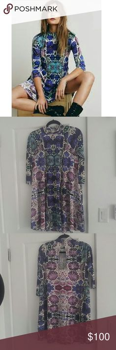 Free People beautiful 1970s inspired dress Worn once// great condition :: 3/4 sleeve and made out of stretch material. Could for a small or medium. Free People Dresses Long Sleeve