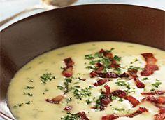 Cremet kartoffelsuppe med bacon - Find opskriften her.