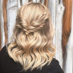 Short Hairstyles for Prom 2019 – ball frisuren Short Hairstyles For Thick Hair, Haircut For Thick Hair, Short Hair With Layers, Short Pixie Haircuts, Short Hair Cuts, Curly Hair Styles, Gorgeous Hairstyles, Short Hair Prom Styles, Shaved Hairstyles