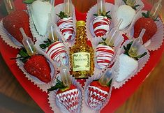Hot chocolate with banana - Clean Eating Snacks Valentine Desserts, Valentine Chocolate, Valentines Day Treats, Valentine Baskets, Chocolate Dipped Strawberries, Chocolate Covered Strawberries, Homemade Chocolate, Chocolate Recipes, Melting Chocolate