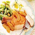 Pork Chops with Caramelized Apples - There's no mistaking that this meal says 'autumn', assertively. Pork and apple are a classic fall flavor combination.