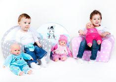Dětské křesílko New Baby Zebra je skvělým a velmi oblíbeným doplňkem do dětského pokojíčku. Toto křeslo pro nejmenší děti je vyrobeno z měkkého materiálu a má snímatelný bavlněný potah, který lze prát. Potah má velmi příjemné barvy s potiskem puntíků a zdobí ho obrázek roztomilé zebry, čímž dítě zaujme. Relax, Children, Face, Young Children, Boys, Kids, The Face, Faces, Child