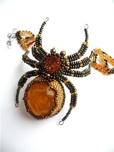 Beaded Bracelet Amber Spider by byKatushka Beaded Brooch, Beaded Jewelry, Beaded Bracelets, Bead Lizard, Spider Crafts, Beaded Spiders, Dragon Jewelry, Beaded Animals, Beads And Wire