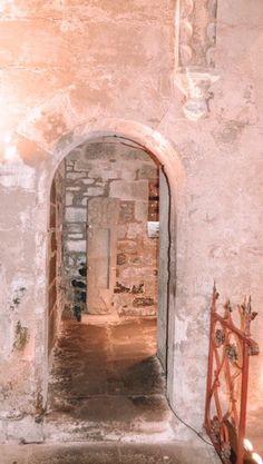 Underground crypt in Rosslyn Chapel #holygrail #scotland #travelscotland #freemasons #mysterious #adventuretravel