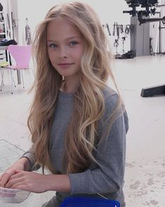 Summerdesnoo - All For Hairstyles Blonde Hair With Highlights, Hair Color Balayage, Blonde Color, Young Girl Fashion, Preteen Girls Fashion, Gorgeous Teen, Beautiful Little Girls, Teenage Hairstyles For School, Teen Girl Poses
