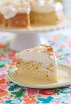 Pastel Tres Leches Granola granola u casi Just Desserts, Delicious Desserts, Yummy Food, Bolo Tres Leches, Food Cakes, Cupcake Cakes, Yummy Treats, Sweet Treats, Cake Recipes