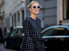 Schmuck-Update: Ohrringe haben jetzt Üüüberlänge! Die schönste Stücke findest du hier: http://ift.tt/2AO5O6m #earrings #jewellery #accessories #elletrends  via ELLE GERMANY MAGAZINE OFFICIAL INSTAGRAM - Fashion Campaigns  Haute Couture  Advertising  Editorial Photography  Magazine Cover Designs  Supermodels  Runway Models