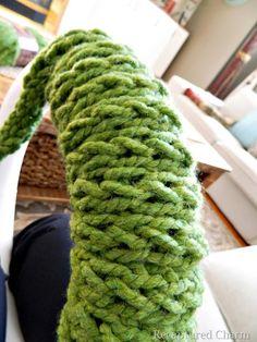 [Christmas-Finger-Knitted-Wreath19.jpg]