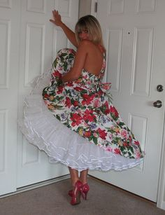 Yes it is me, your son. Retro Lingerie, Lingerie Photos, Cute Fashion, Vintage Fashion, 1950s Fashion, Southern Belle Dress, Frilly Dresses, Women's Dresses, Sexy Skirt