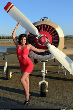 You can't imagine the feeling of wonder, viewing a vintage aircraft and watching a vintage aircraft flying. Pin Up Retro, Pin Up Girl Vintage, Nose Art, Airplane Art, Pin Up Models, Pin Up Photography, Vintage Trends, Vintage Airplanes, Women In History