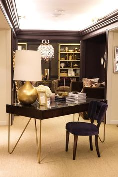 Check it out brass pin legs + a velvet desk chair, because every girl deserves to have a luxe office space. The post brass pin legs + a velvet desk chair, because every girl de . Interior Design Color Schemes, Office Interior Design, Office Interiors, Design Trends, Home Office Space, Home Office Decor, Home Decor, Office Ideas, Desk Ideas