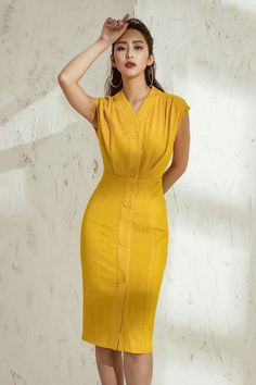 Love the color, length, and fit. Event Dresses, Modest Dresses, Simple Dresses, Casual Dresses, Short Dresses, Fashion Dresses, Yellow Fashion, Lovely Dresses, Yellow Dress