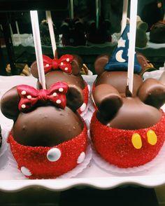 The 10 Most Essential Foods at Disneyland - Los Angeles Magazine