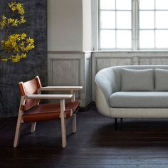 The organically shaped Haiku low sofa contrasts beautifully with the sturdy design of the Spanish Chair.