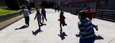 Alumnos de la escuela gallega de Samos, donde niños de diferentes edades deben compartir algunas clases debido a la falta de profesores. Óscar Corral