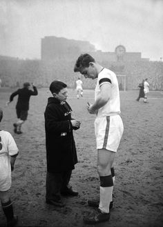 Duncan Edwards, the man many claim would have gone on to become the greatest footballer ever, signs an autograph for a lucky @manutd fan.