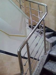 Main Gate Design, House Gate Design, Door Gate Design, Steps Design, Stainless Steel Stair Railing, Steel Handrail, Steel Stairs, Steel Railing Design, Staircase Design