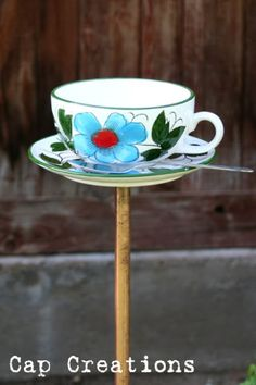 tea cup bird feeder tutorial materials cup and saucer spoon inch copper pipe (pluming section of hardware store. Living Pool, Glass Garden Art, Garden Totems, Diy Bird Feeder, Crafts For Kids, Diy Crafts, Little Birdie, How To Make Tea, Garden Crafts