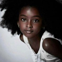 Stunningly beautiful.... Her chocolate skin tho!!!!