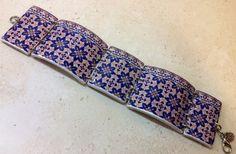 Pulsera ancha con bonita réplica de azulejo por LasJoyitasDeMarie, $16.00