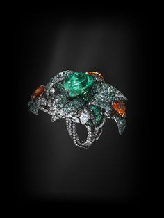 Jack du Rose Dart Frog ring in white gold, lagoon tourmaline, mandarin garnet, emerald and black and white diamond Emerald Jewelry, High Jewelry, Gold Jewelry, Jewelery, Luxury Jewelry, Jewelry Art, Shaun Leane, Stephen Webster, Fantasy Jewelry