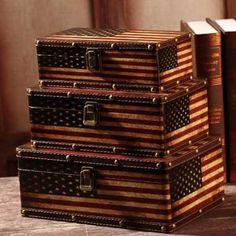 Props Box USA Box keren dengan bendera America Serikat sebagai latarnya, cocok buat simpan barang favorit. Box terbuat dari kayu. Ukuran : L: 30*20*12, M?17*16*11 S?14*12*7 Satu set terdiri dari 3 box dari ukuran terkecil sampai terbesar. Bagian dalam box di lapisi kain. Berat 3 kg Harga 498,000  WA: 0857-0840-1007  #souvenirpernikahanunik #souvenirpernikahanmurah #souvenirpernikahansurabaya #souvenirpernikahanmalang #souvenirpernikahanjogja #souvenirpernikahansemarang…