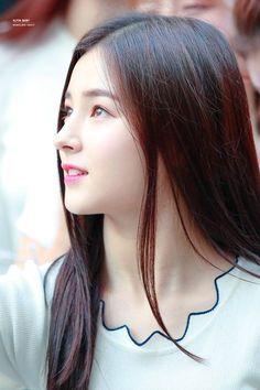 ✿¸ Nancy ¸¸ ❀. Nancy Momoland, Nancy Jewel Mcdonie, Korean Beauty Girls, Asian Beauty, Kpop Girl Groups, Kpop Girls, Cute Girl Pic, Cute Beauty, Cute Faces