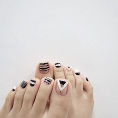 Countless wonderful summer toenail designs that are not in the air. Your toe nails deserve a lot of attention when it comes to fashion. Pedicure Nail Art, Glitter Manicure, Toe Nail Art, Diy Nails, Cute Pedicure Designs, Toe Nail Designs, White Toenail Designs, Love Nails, Pretty Nails