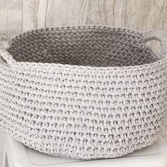 Cestos de crochê em fio de malha R$150  www.casahypestore.com