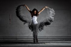 Dark Angel - Mehlshooting mit Tänzerin - Dark Angel with wings of dust. Flour / dust shooting with strobes in an abandoned building. Mehlshooting dunkler Engel. Die Flügel sind gefärbtes Mehl. Das Tutorial dazu gibts bei mir auf Youtube...