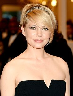Michelle Williams: How to style short hair with a headband