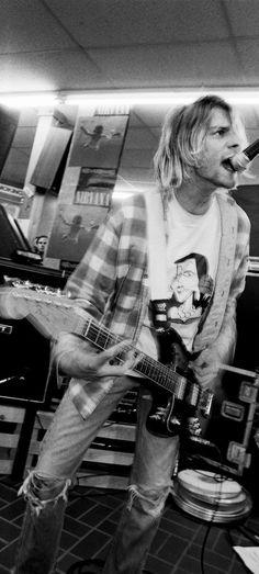 Kurt Cobain on stage – Rock Music Nirvana Kurt Cobain, Kurt Cobain Style, Lady Gaga, Ariana Grande, Kurt Corbain, Donald Cobain, Rock Poster, We Will Rock You, Dave Matthews