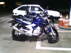 Minha moto no posto onde trabalho! Novinha, ainda sem o spoiler. Uma Yamaha Fazer YS 250 2008/2008, com injeção eletrônica! Yamaha 250, Motorcycle, Vehicles, Yamaha Fazer, Volvo Trucks, Motorbikes, Motorcycles, Car, Choppers