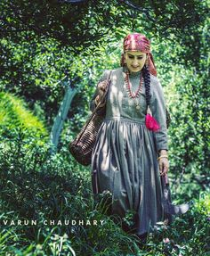 A #beautiful #pahari girl in her #traditional #attire this #dress is called #Pakhti #Narkanda #Kotgarh #appleOrchard #portrait #people #fashion #Indian #ethnic