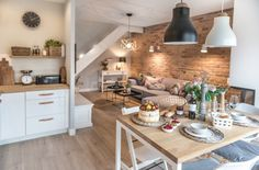 Otwarta przestrzeń w mieszkaniu wygląda bardzo atrakcyjnie. Wszystkie strefy, od salonu przez jadalnię po kuchnię,...