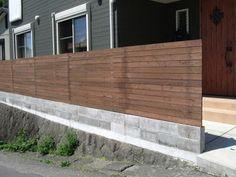 エスロードスタイルの今月のエクステリア: 6月 2010 House Fence Design, Saint Gervais, Front Fence, Garden Fencing, Textured Walls, Home Projects, Garage Doors, Home And Garden, Backyard