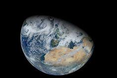 """Combinando una miríada de cálculos, un índice da a la Tierra, si fuese observada tan lejos como nosotros observamos planetas lejanos, un 82 por ciento de posibilidades de ser adecuada para la vida. ¿Sólo un 82 por ciento? """"Básicamente, lo que nos hace perder algo de probabilidad o posibilidad de vida es que podríamos estar demasiado cerca de la estrella"""", comenta . """"De hecho estamos bastante cerca del borde interior de la zona de habitabilidad."""