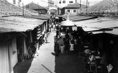 La antigua Plaza de Abastos de Triana. Al fondo la calle Castilla. Año 1949.
