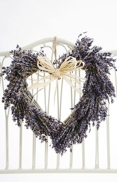 A willow heart covered with dried french lavender finished off with a raffia bow. French Fancies, Lavender Wreath, Shabby Chic Crafts, French Lavender, Heart Wreath, Home Crafts, Christmas Wreaths, Upcycle, Bloom