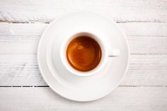 Preparation tips for espresso with perfect crema. And how you roast coffee for more crema. Best Coffee Roasters, Ground Coffee Beans, Coffee Roasting, Espresso, Brewing, Latte, Consistency, Tableware, Instagram Posts
