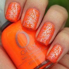 Orange Orly nail polish with silver designs | Gorgeous summer colors <3 La #primavera invita a flores, a lucir colores vivos en nuestras #manicuras y #pedicuras. ¿Te apuntas? #nails #unas #spring #pedicure #Mallorca #TinaJimenez #Harmony #Orly